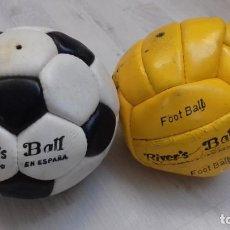 Coleccionismo deportivo: SE VENDEN DOS BALONES NO ADIDAS MARCA RIVER´S BALL DE LOS AÑOS 60 Y 70. Lote 146851254