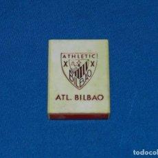 Coleccionismo deportivo: (MCAJON) ATH BILBAO CAJA DE CERILLAS DE PLASTICO AÑOS 60 , SEÑALES DE USO NORMAL. Lote 147300750