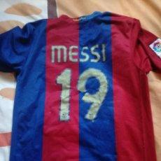 Coleccionismo deportivo: CAMISETA DE MESSI CON DORSAL 19 BARCELONA. Lote 147379670