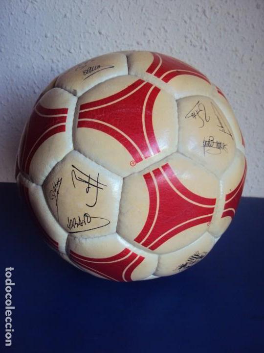 Coleccionismo deportivo: (F-1901)BALON ADIDAS TANGO ROSARIO,EDICION ESPECIAL F.C.BARCELONA,FIRMAS MARADONA,QUINI,MIGUELI,ETC. - Foto 2 - 148267606