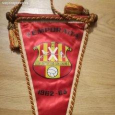 Coleccionismo deportivo: UE SANT ANDREU 1962 FOOTBALL PENNANT FUTBOL BANDERIN . Lote 148530226