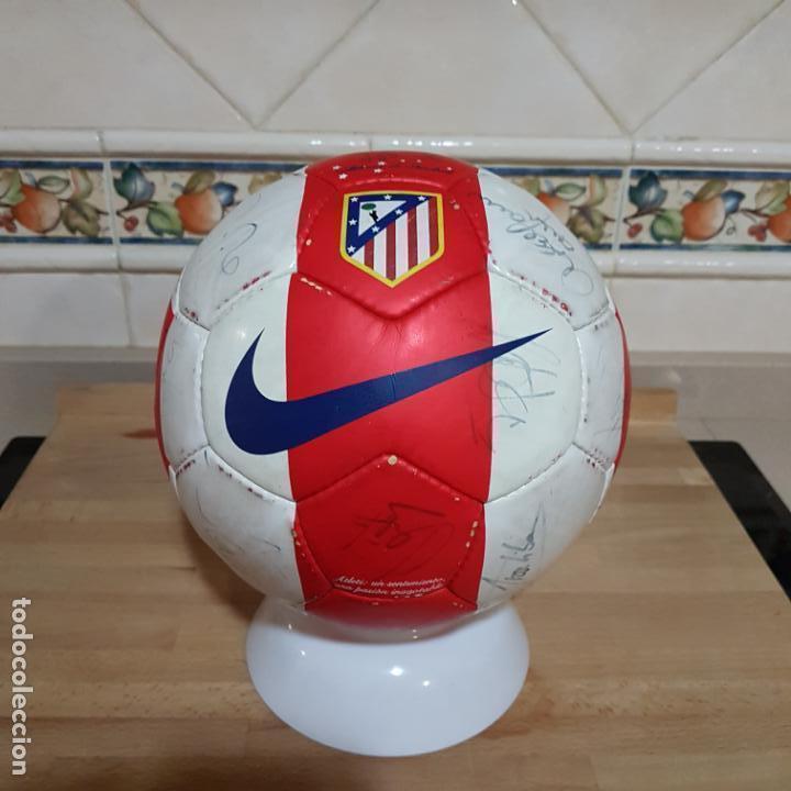 BALON FIRMADO POR ANTONIO REYES Y RESTO DE LA PLANTILLA DEL ATLÉTICO DE MADRID 2009 (Coleccionismo Deportivo - Material Deportivo - Fútbol)