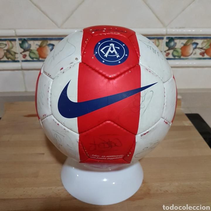 Coleccionismo deportivo: Balon firmado por Antonio Reyes y resto de la plantilla del Atlético de Madrid 2009 - Foto 2 - 149999686