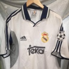 Coleccionismo deportivo: REAL MADRID L CAMISETA FUTBOL FOOTBALL SHIRT . Lote 155479350