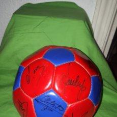 Coleccionismo deportivo: BALON ORIGINAL F.C. BARCELONA FIRMADO NO SERIGRAFÍA AÑOS 90 LAUDRUP AMOR SERGI. Lote 155500133