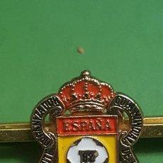 Coleccionismo deportivo: PISACORBATAS PRENDEDOR CORBATA COMITE ORGANIZADOR COPA MUNDIAL DE FUTBOL 1982. Lote 156569938