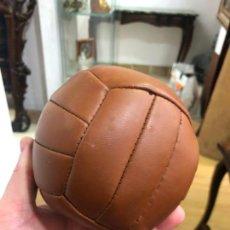 Coleccionismo deportivo: REPLICA ANTIGUO BALON DE FUTBOL ANTIGUO EN MINIATURA - ADIDAS. Lote 158430614
