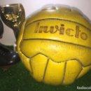 Coleccionismo deportivo: REAL MADRID BALON MATCH WORN COPA EUROPA 65-66 FIRMADO POR LA PLANTILLA. Lote 160656814