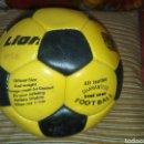 Coleccionismo deportivo: BALON LION FUTBITO CUERO AÑOS 80 A ESTRENAR. Lote 160814208