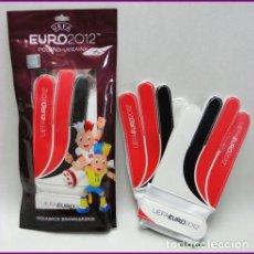 Coleccionismo deportivo: UEFA EURO 2012 PAR GUANTES FUTBOL PORTERO NUEVOS. Lote 164760042