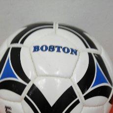Coleccionismo deportivo: BALÓN CUERO BOSTON.DUKLA 90S.SIN USO.. Lote 164787676