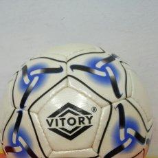 Coleccionismo deportivo: BALÓN CUERO VITORY 90S.SIN USO.. Lote 164787805