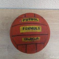 Coleccionismo deportivo: ANTIGUO BALÓN DE PLASTICO FÚTBOL FORMULA DUKLA. Lote 164987658
