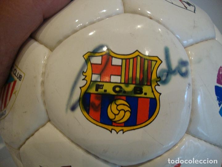 Coleccionismo deportivo: (TC-200/19) PELOTA BALON OFICIAL DE LIGA FUTBOL FIRMA SOBRE EL ESCUDO DEL BARCELONA RONALDO NIKE - Foto 2 - 165595946