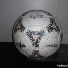 Coleccionismo deportivo: ANTIGUO BALÓN PELOTA DE FUTBOL ADIDAS QUESTRA ORBIT EUROPA FIFA INSPECTED,FIFA TM 1994,. Lote 165894746