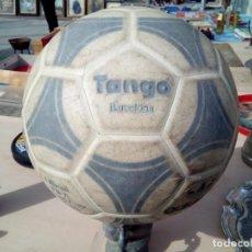 Coleccionismo deportivo: BALÓN ADIDAS TANGO BARCELONA. Lote 168278404