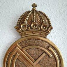 Coleccionismo deportivo: GRAN ESCUDO REAL MADRID BRONCE.. Lote 169426201
