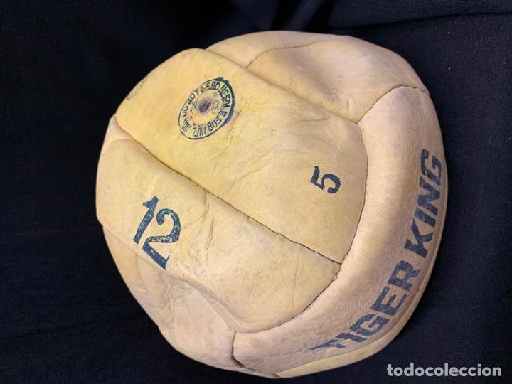 ANTIGUO BALON DE FUTBOL, DE PIEL, NUNCA USADO, PROCEDE DE UNA ANTIGUA TIENDA. IDEAL COLECCIONISMO (Coleccionismo Deportivo - Material Deportivo - Fútbol)