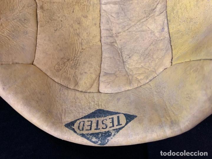 Coleccionismo deportivo: ANTIGUO BALON DE FUTBOL, DE PIEL, nunca usado, procede de una antigua tienda. Ideal coleccionismo - Foto 5 - 169673340