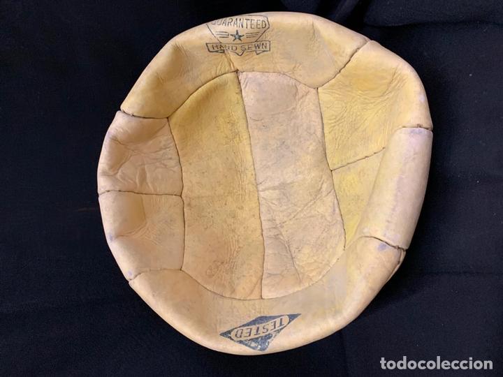 Coleccionismo deportivo: ANTIGUO BALON DE FUTBOL, DE PIEL, nunca usado, procede de una antigua tienda. Ideal coleccionismo - Foto 6 - 169673340
