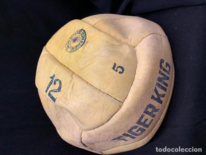 Coleccionismo deportivo: ANTIGUO BALON DE FUTBOL, DE PIEL, nunca usado, procede de una antigua tienda. Ideal coleccionismo - Foto 4 - 169673340