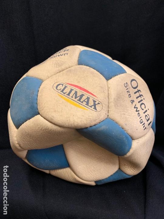 Coleccionismo deportivo: ANTIGUO BALON DE FUTBOL, DE PIEL, nunca usado, procede de una antigua tienda. Ideal coleccionismo - Foto 4 - 169673608