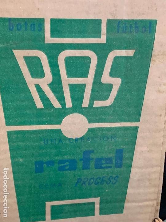 Coleccionismo deportivo: ANTIGUAS BOTAS DE FUTBOL, DE PIEL, nunca usados, proceden de una antigua tienda. Ideal coleccionismo - Foto 8 - 169675888