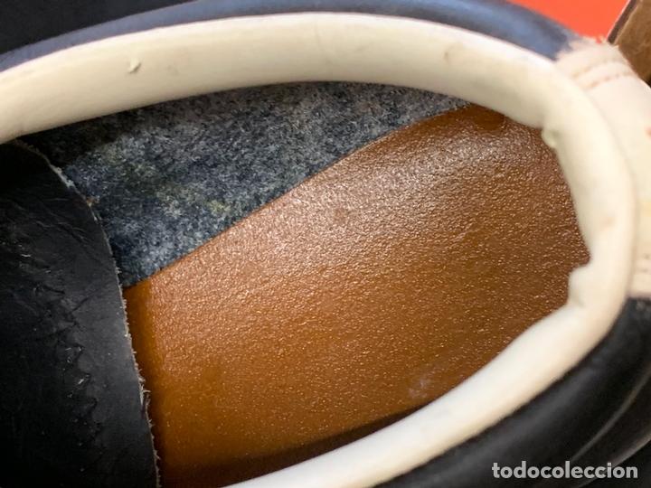 Coleccionismo deportivo: ANTIGUAS BOTAS DE FUTBOL, DE PIEL, nunca usados, proceden de una antigua tienda. Ideal coleccionismo - Foto 9 - 169675888