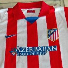 Coleccionismo deportivo: CAMISETA ATLETICO DE MADRID AZERBAIJAN VER FOTOS PARTE TRASERA LEER DESCRIPCIÓN. Lote 170338048