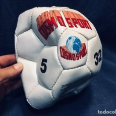 Coleccionismo deportivo: BALON FUTBOL DESHINCHADO COSMO SPORT 5 32 POCO USO AÑOS 80. Lote 170965870