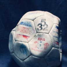 Coleccionismo deportivo: BALON FUTBOL OFICIAL WORLD CUP FIFA WORLD CUP AÑOS 80 ESPAÑA FIRMADO FIRMAS VER FOTOS. Lote 170970270