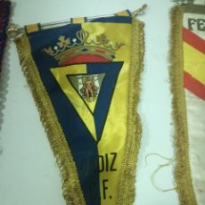 Coleccionismo deportivo: CADIZ CF FUTBOL PENNANT BANDERIN FOOTBALL. Lote 172342809