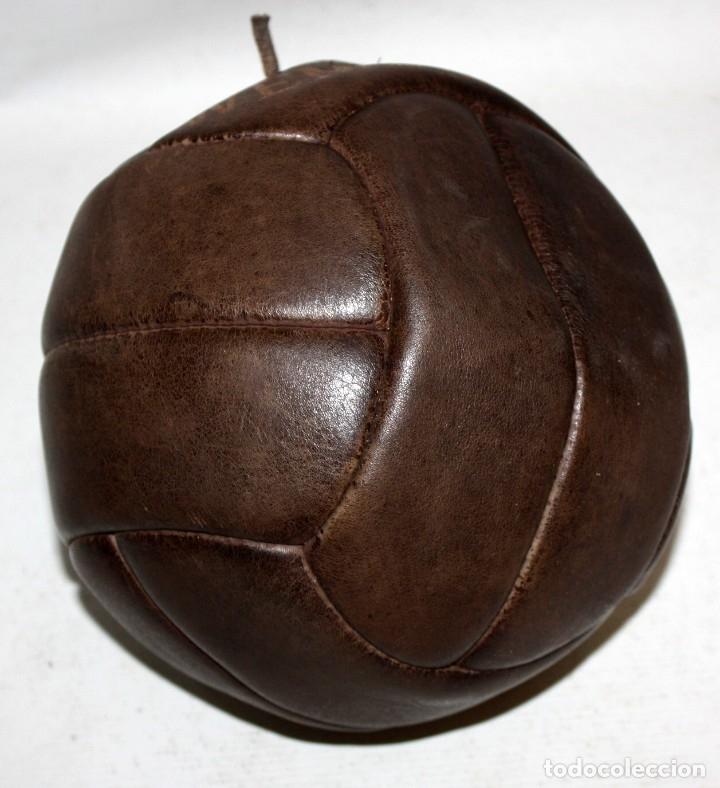 Coleccionismo deportivo: ANTIGUO BALON PELOTA FUTBOL. PARTIDO ENTRE ESPAÑA VS INGLATERRA DISPUTADO EN WEMBLEY EN EL AÑO 1955 - Foto 4 - 173771865