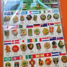Coleccionismo deportivo: MUNDIAL SUDÁFRICA 2010. COLECCIÓN PINS TODAS SELECCIONES.. Lote 177790559
