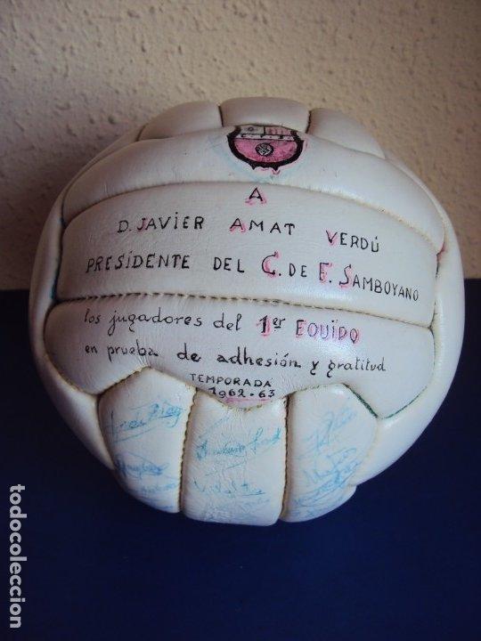 (F-191065)BALON DE 18 PANELES DEDICADO POR LA PLANTILLA DEL C.F.SAMBOYANO A SU PRESIDENTE 1962-63 (Coleccionismo Deportivo - Material Deportivo - Fútbol)