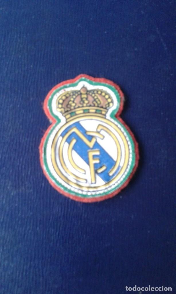 ESCUDO TELA REAL MADRID AÑOS 60-70 PARA CAMISETA FUTBOL (Coleccionismo Deportivo - Material Deportivo - Fútbol)