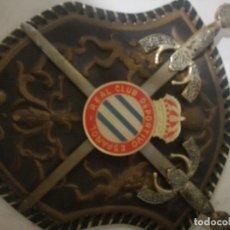 Coleccionismo deportivo: RCD ESPAÑOL ESCUDO DE ARMAS ANTIGUO MILITAR FUTBOL FOOTBALL . Lote 182803803