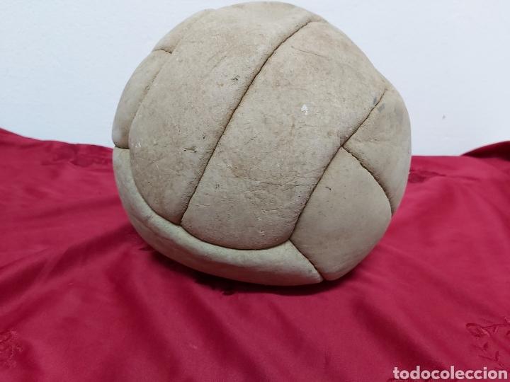 Coleccionismo deportivo: BALON PELOTA DE FUTBOL AÑOS 50/60 - Foto 2 - 183285286