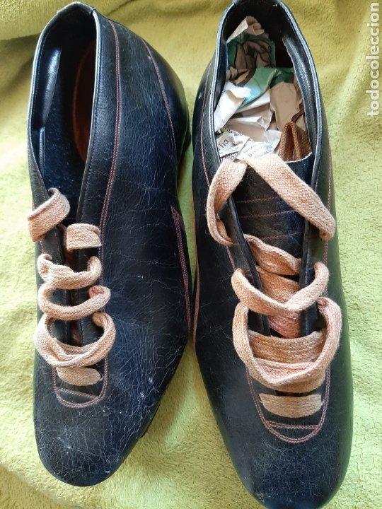 Coleccionismo deportivo: Antiguas botas de fútbol - Foto 5 - 183472112