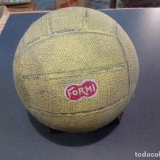 Coleccionismo deportivo: BALÓN DE FÚTBOL DE CAUCHO FORMI AÑOS 70 FABRICADO EN ESPAÑA. Lote 183738476