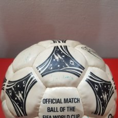 Coleccionismo deportivo: BALÓN ADIDAS QUESTRA OFICIAL FIFA WORLD CUP 1994 FIRMADO. Lote 184187755