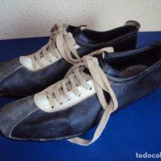 Coleccionismo deportivo: (F-191278)BOTAS DE FUTBOL MARCA MARCO - CIRCA AÑOS 60 - DEPORTES MARTIN. Lote 189138126