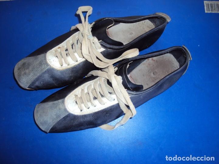 Coleccionismo deportivo: (F-191278)BOTAS DE FUTBOL MARCA MARCO - CIRCA AÑOS 60 - DEPORTES MARTIN - Foto 2 - 189138126