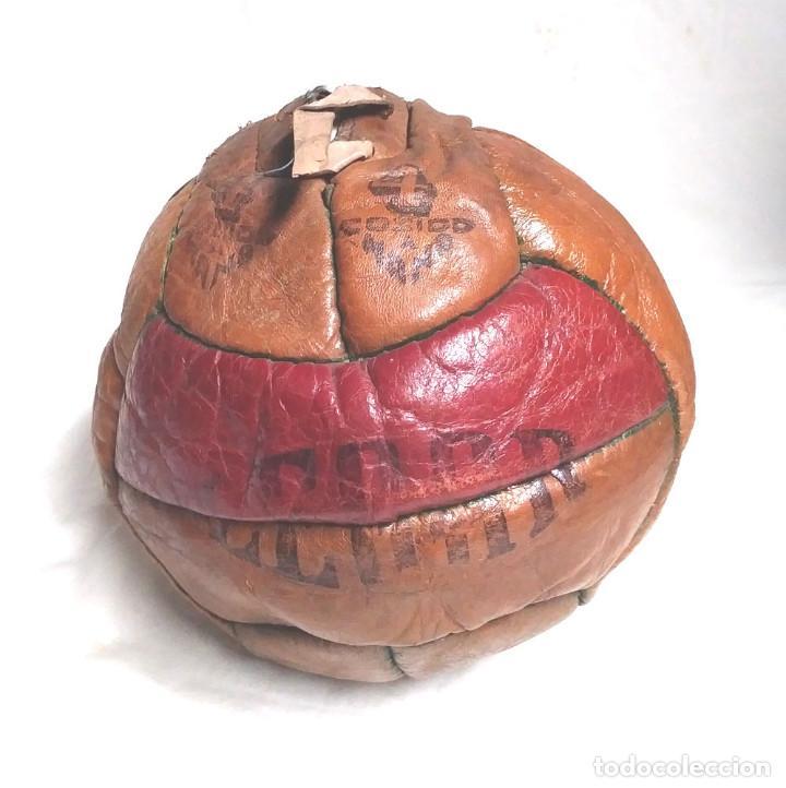 PELOTA FUTBÓL LEGAR 4, CUERO COSIDA A MANO AÑOS 50 VINTAGE, NO JUGADA RESTO TIENDA (Coleccionismo Deportivo - Material Deportivo - Fútbol)