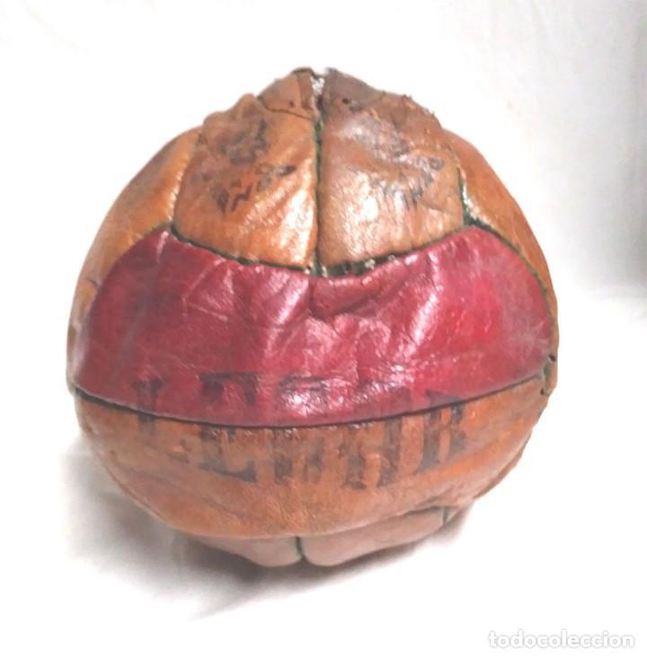 Coleccionismo deportivo: Pelota Futból Legar 4, cuero cosida a mano años 50 vintage, no jugada resto tienda - Foto 3 - 189155535