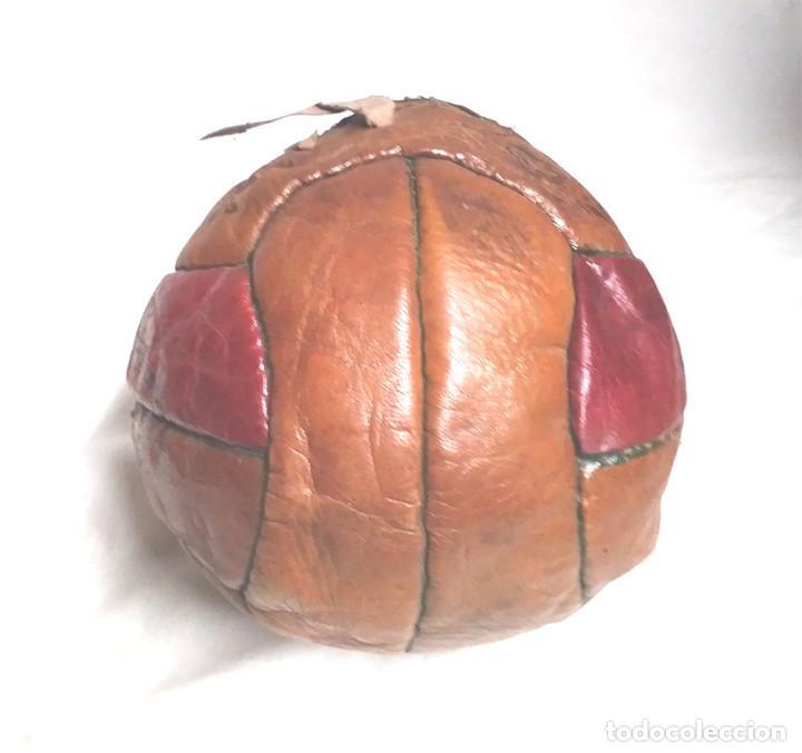 Coleccionismo deportivo: Pelota Futból Legar 4, cuero cosida a mano años 50 vintage, no jugada resto tienda - Foto 4 - 189155535