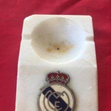 Coleccionismo deportivo: REAL MADRID CLUB FUTBOL ANTIGUO CENICERO VELERO PALMATORIA ESCUDO FUTBOL REAL MADRID SOBRE MARMOL. Lote 189331205