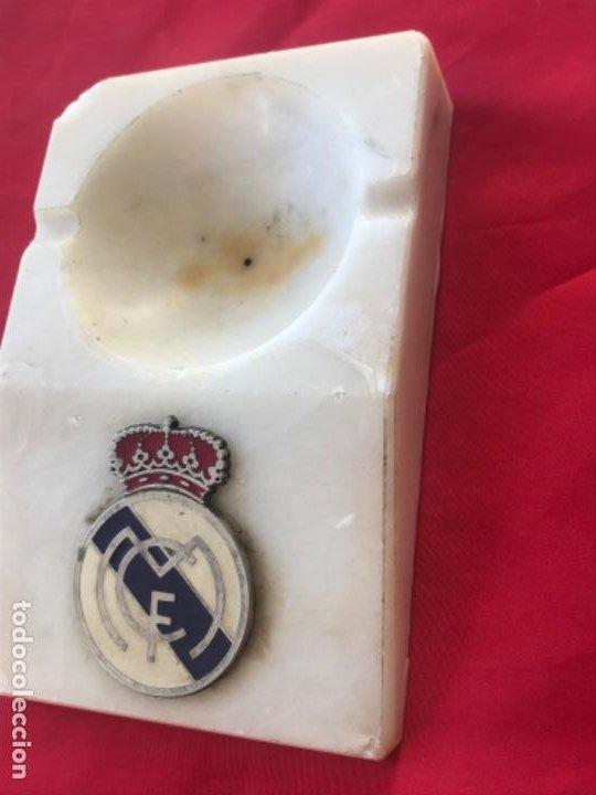 Coleccionismo deportivo: Real madrid club futbol antiguo cenicero velero palmatoria escudo futbol real madrid sobre marmol - Foto 3 - 189331205