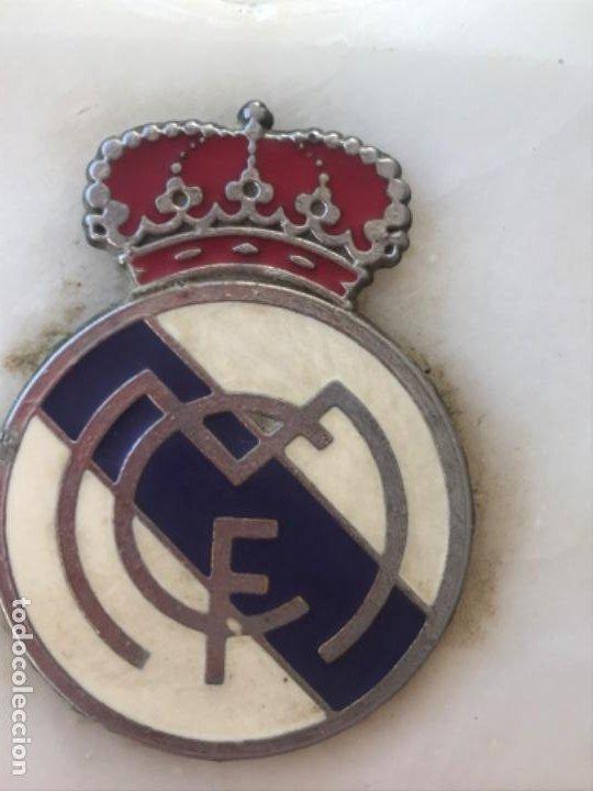 Coleccionismo deportivo: Real madrid club futbol antiguo cenicero velero palmatoria escudo futbol real madrid sobre marmol - Foto 10 - 189331205