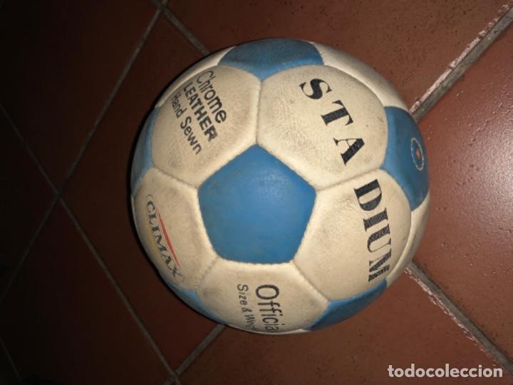 Coleccionismo deportivo: ANTIGUO BALON DE FUTBOL, DE PIEL, nunca usado, procede de una antigua tienda. Ideal coleccionismo - Foto 5 - 169673608